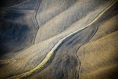 Os montes de Tuscan arados após a colheita Tuscan ajardinam entre Siena e Florença Italy imagem de stock