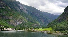 Os montes do fiorde de Flaam Imagem de Stock Royalty Free
