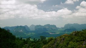 Os montes veem em Tailândia filme