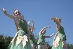 Os movimentos dos dançarinos de bailado adolescentes são graciosos Imagens de Stock