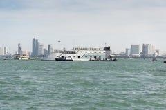 Os navios no mar Imagens de Stock