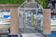 Os navios, os barcos e os iate abrigam em Sandefjord, Noruega imagens de stock royalty free