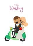 Os noivos em um 'trotinette' Fotos de Stock Royalty Free