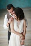 Os noivos no estúdio Fotografia de Stock