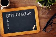 Os objetivos da vista superior 2017 alistam escrito no quadro-negro Fotografia de Stock Royalty Free