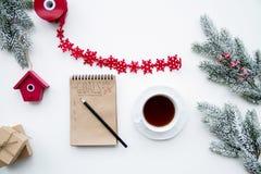 Os objetivos pelo ano novo na placa abrem a opinião superior do caderno Foto de Stock Royalty Free
