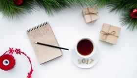 Os objetivos pelo ano novo na placa abrem a opinião superior do caderno Imagens de Stock Royalty Free