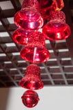 Os ornamento do Natal, sinos, estrelas, bolas, Natal envolvem abas, árvore, feriado, ano novo, decorações para árvores de Natal n Fotografia de Stock Royalty Free