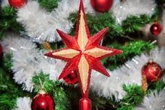 Os ornamento do Natal, sinos, estrelas, bolas, Natal envolvem abas, árvore, feriado, ano novo, decorações para árvores de Natal n Imagem de Stock Royalty Free