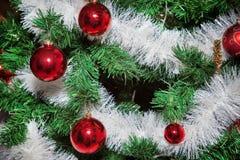 Os ornamento do Natal, sinos, estrelas, bolas, Natal envolvem abas, árvore, feriado, ano novo, decorações para árvores de Natal n Imagens de Stock