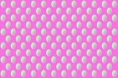 Os ovos brancos da Páscoa no fundo cor-de-rosa texture o close up da ilusão Foto de Stock