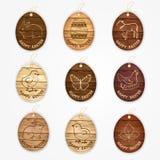 Os ovos da páscoa felizes do vetor de madeira etiquetam a coleção com símbolos orientais - coelho, galinha, galinha, cordeiro Foto de Stock Royalty Free