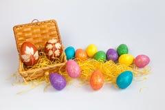 Os ovos da páscoa na caixa Foto de Stock