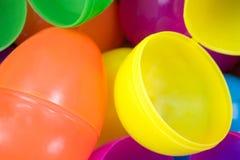 Os ovos da páscoa plásticos fecham a vista Imagem de Stock Royalty Free