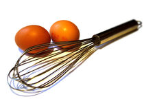 Os ovos e o fio whisk fotos de stock