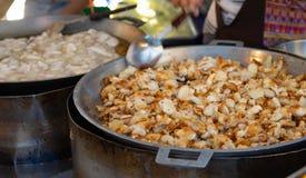 Os ovos fritados do calamar são muito populares entre os locals e para imagens de stock
