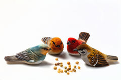 Os pássaros pequenos de madeira fotografia de stock royalty free