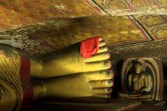 Os pés da Buda no templo da caverna de Dambulla foto de stock royalty free