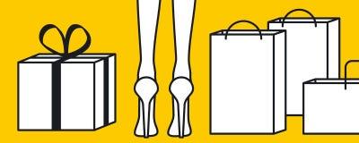 Os pés da mulher ao lado dos sacos de compras Fotografia de Stock Royalty Free