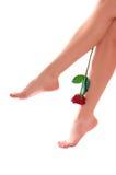 Os pés da mulher com levantaram-se imagens de stock royalty free