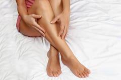 Os pés da mulher saudável Fotografia de Stock Royalty Free