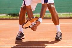 Os pés do jogador de tênis Imagens de Stock