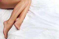 Os pés nutridos da mulher Fotografia de Stock Royalty Free