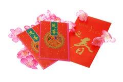 Os pacotes vermelhos chineses do ano novo com ameixa florescem Imagens de Stock Royalty Free