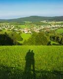 Os pares da sombra andam no natur, odenwald, hesse, Alemanha Fotografia de Stock