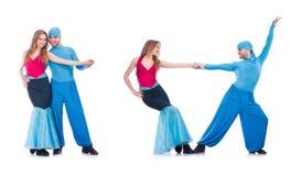 Os pares de dançarinos que dançam a dança moderna isolada no branco Imagens de Stock
