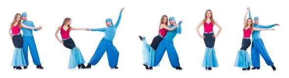 Os pares de dançarinos que dançam a dança moderna isolada no branco Imagem de Stock Royalty Free