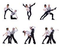 Os pares de dançarinos que dançam danças modernas Imagem de Stock