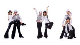 Os pares de dançarinos que dançam danças modernas Fotografia de Stock