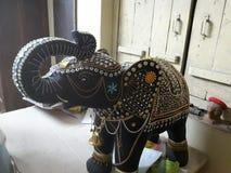 Os pares de elefante imploraram em pedras fotografia de stock