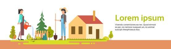 Os pares equipam e mulher que trabalha no jardim perto da bandeira da casa da vila ilustração stock