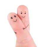 Os pares felizes abraçam o conceito, pintado nos dedos fotos de stock