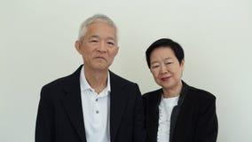 Os pares idosos asiáticos do sorriso feliz no negócio attire, proprietário do SME fotos de stock royalty free