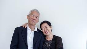 Os pares idosos asiáticos do sorriso feliz no negócio attire, proprietário do SME imagem de stock