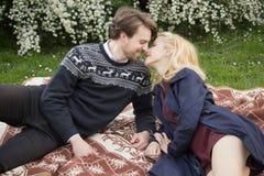 Os pares românticos fecham-se perto Imagens de Stock Royalty Free