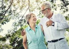 Os pares superiores relaxam o conceito do estilo de vida fotografia de stock royalty free