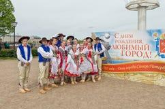 Os participantes da bola das nacionalidades: ` Polonês de Gaik do ` do conjunto popular da dança Imagem de Stock Royalty Free