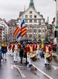 Os participantes do Sechselauten desfilam em Zurique, Suíça Imagens de Stock