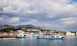 Os passageiros levando da balsa à ilha de Miyajima, Japão Imagem de Stock Royalty Free