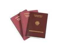 Os passaportes alemães da família isolaram o fundo branco Fotografia de Stock