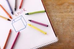 Os pastéis coloridos e a palavra pensam Imagem de Stock