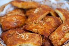 Os pastéis encheram-se com as sementes trituradas da carne e de sésamo fotografia de stock royalty free