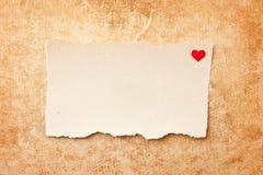 Os pedaços de papel rasgados no grunge forram o fundo Imagens de Stock