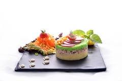 Os peixes de atum com batatas & saladas trituradas fazem dieta a refeição Foto de Stock Royalty Free