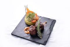 Os peixes de atum saudáveis da refeição com batatas & saladas trituradas fazem dieta a refeição Imagens de Stock
