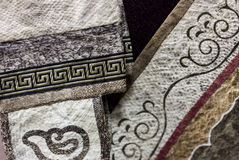 Os peixes descascam as peças decoradas da roupa Tela étnica com tradional Fotos de Stock